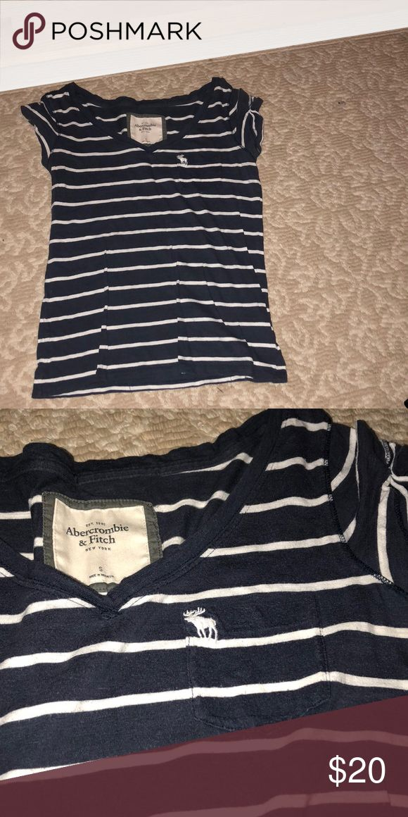 Abercrombie and Fitch loose fitted T-shirt Loose fitted striped t-shirt from Abercrombie and Fitch, there's a small pocket on the upper right side with the moose logo Abercrombie & Fitch Tops Tees - Short Sleeve