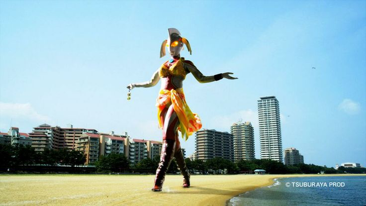 史上最大のモデル「ウルトラの母」が初水着を披露!アミュプラザ博多&鹿児島の夏バーゲンCM動画に登場!- https://twitter.com/soundwave0628