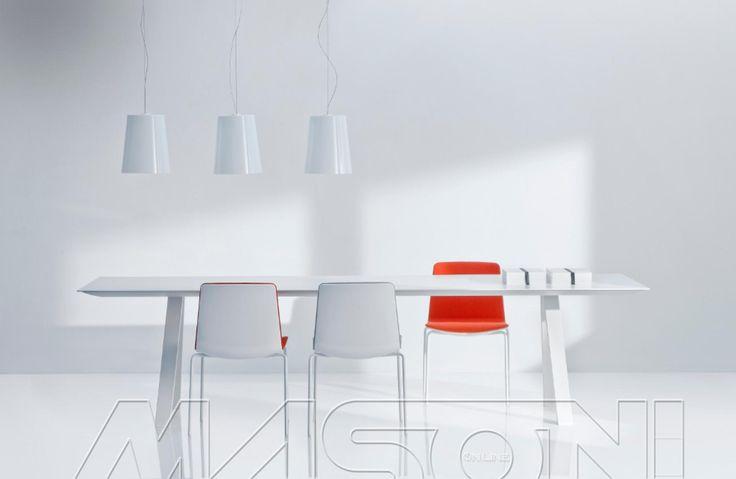 ARKI-TABLE Tavolo fisso ARKI-TABLE di Pedrali. Struttura in acciaio e piano startificato. Disponibile in diverse dimensioni. http://www.masonionline.it/interno/tavoli-scrivanie-consolle/arki-table