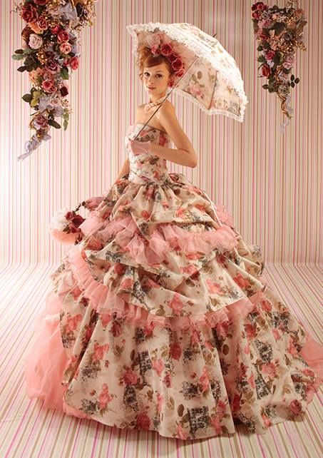 I was just telling Ryan yesterday how much I wish dresses like this would come back into style.... some day =(