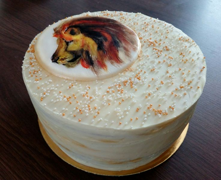 White chocolate lion cake