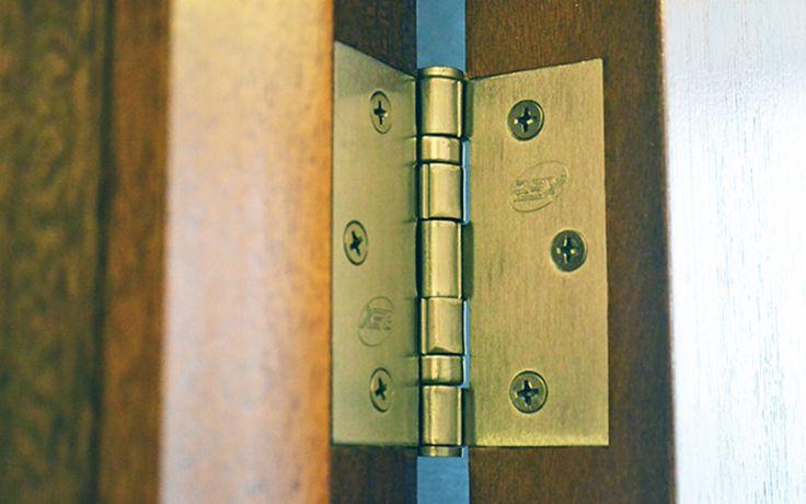 Comercial Rey, dentro de su línea de Bisagras, cuenta con una amplia gama de éstas para puertas, ventanas y muebles. Dentro de los tipos de Bisagras con los que cuenta, es posible encontrar de canto recto y curvo, invisibles, para muebles, cierre estuche, vaivén, alcayatas y goznez.  http://www.plataformaarquitectura.cl/catalog/cl/products/9340/bisagras-comercial-rey