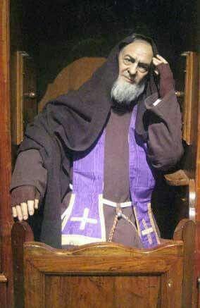 San Padre Pio trascorreva ore intere a confessare perché è l'unico modo che si offre ai penitenti di abbandonare il peccato e abbracciare la misericordia di Dio ...