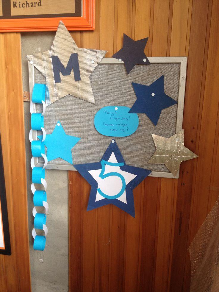 Birthdaycalendar birthday boy verjaardagsbord elke ochtend een rondje van de slinger halen ... en dan eindelijk jarig