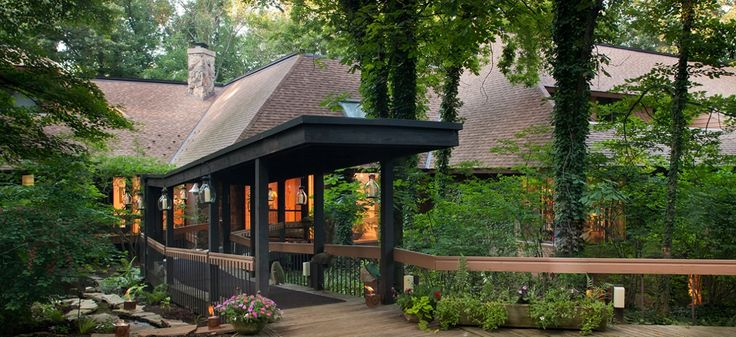 Nestled in the rolling hills of the Ohio Amish Country, The Inn at Honey Run is a serene oasis of nature and wildlife, comfort and privacy, casual upscale dining and warm hospitality. Located in Holmes County, within two hours of Cleveland and Columbus