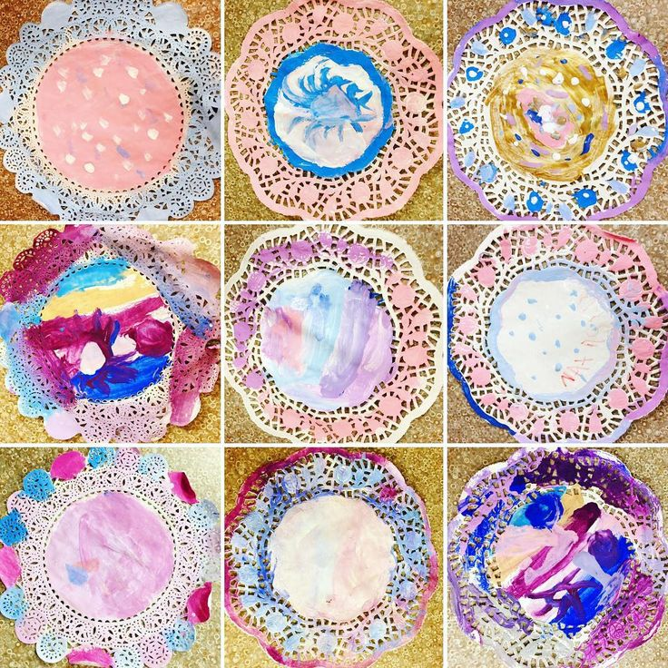 "32 Likes, 3 Comments - Laura King (@kindergartenteachertired) on Instagram: ""Doilies for days! ❄️❄️❄️❄️ #snowyday #warminsidetheclassroom #cheapartideas"""