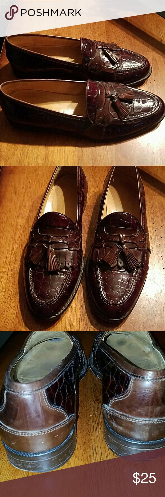 JOHNSON AND MURPHY LOAFERS SIZE 10 ITALIAN Johnston and Murphy Italian made men's leather loafers with tassel excellent condition minimal wear Johnston & Murphy men's alligator skin loafers with tassel excellent condition minimal wear. Size 10 Johnson and Murphy  Shoes Loafers & Slip-Ons
