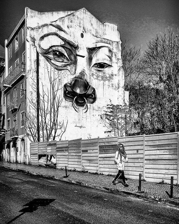 Big brother #blackandwhite #streetphotography #walking #murales #1984 #lisbon #portugal #view #street #city #looking #mss http://ift.tt/2tCGaPV