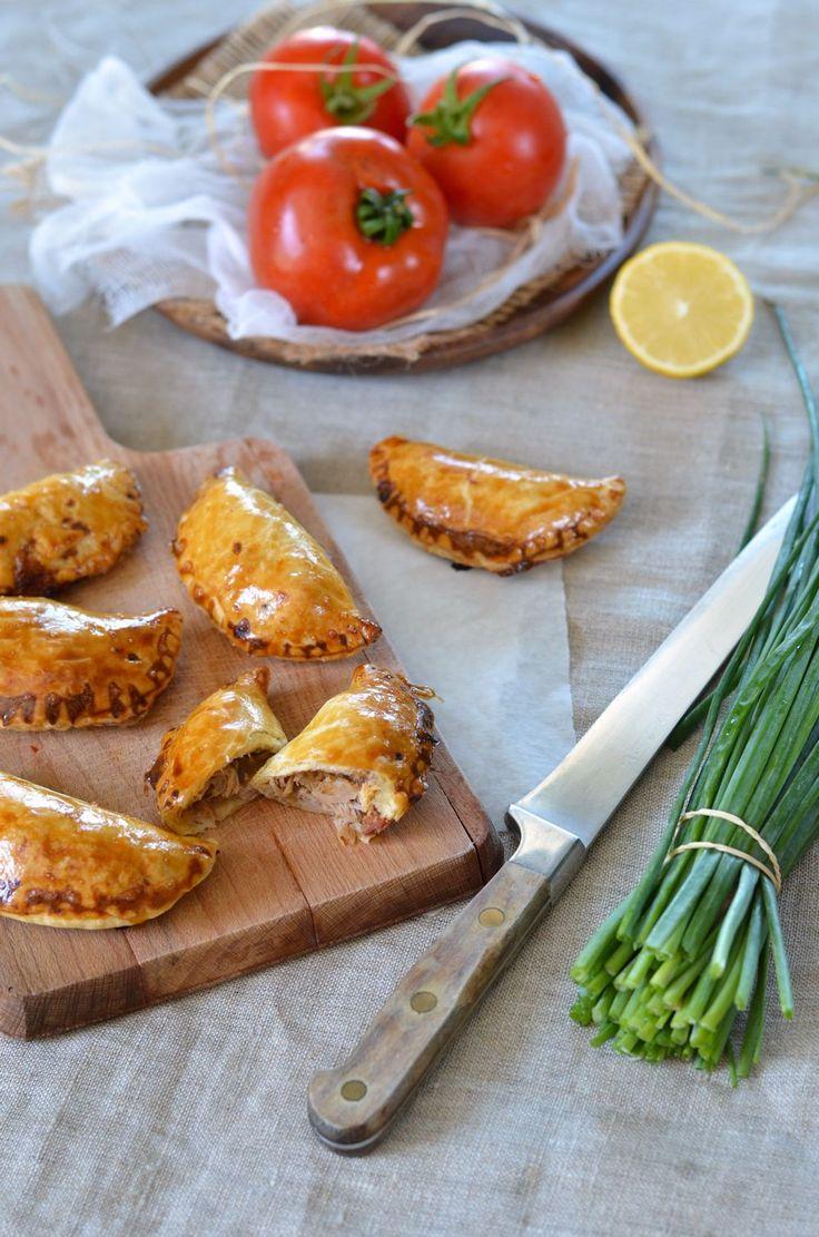J'avais fait ces empanadas au thon et chorizo pour un apéritif dinatoire entre amis. C'était sympa à grignoter et facile comme recette...