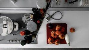 Her mutfak sahibini anlatırGünlük yaşam trafiğinin en yoğun yaşandığı mekânlardan biri haline gelen mutfaklar artık kişiselleşiyor ve sahibinin stilini yansıtan mekânlara dönüşüyor. Bir mutfağı kendi yaşam alışkanlıklarınıza uyarlarken, önce ken