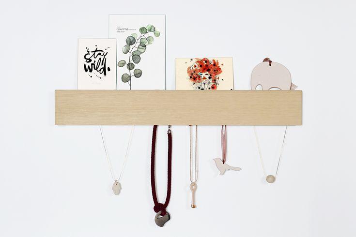 ORGANIZADOR DE PARED - Con un estilo minimalista puedes ordenar tus llaves, collares o accesorios y dejar en la parte superior fotos, cartas, etc. Para la entrada de tu casa, tu habitación o tu vestidor.