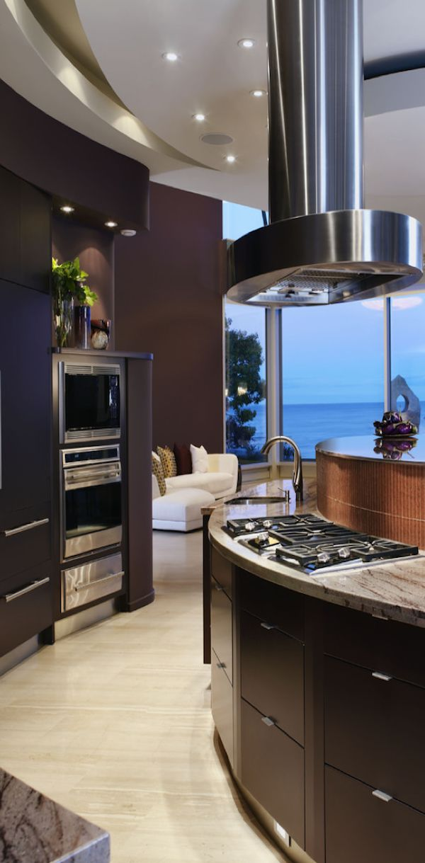 Now that, is a view! I would surely focus on learning how to cook if I got to spend time in a kitchen like that!