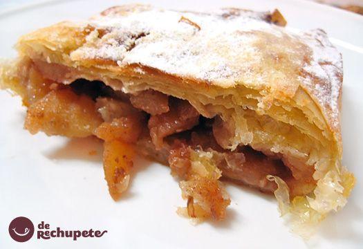 El Apfelstrudel o strudel de manzana es un postre típico tradicional de la cocina austriaca y del sur de Alemania. Esta receta es una adaptación con una gran compota de manzana y muchas especias. Preparación paso a paso, fotos, trucos y consejos.