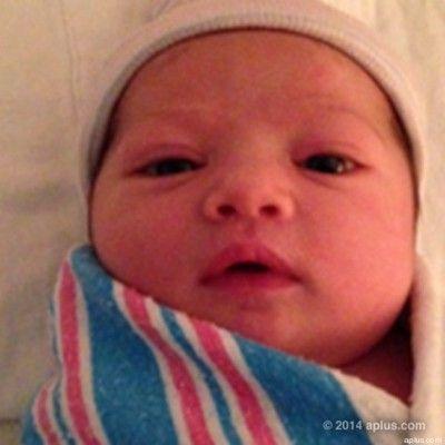 Le bébé d-Ashton Kutcher et de Mila Kunis en photos (cherchez l-intrus)