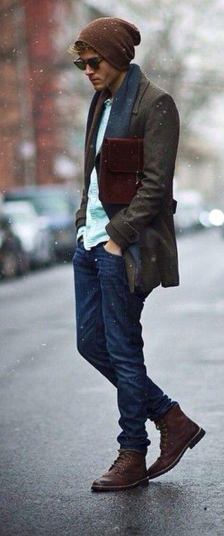 Tenue: Pardessus brun foncé, Chemise à manches longues vert menthe, Jean bleu…