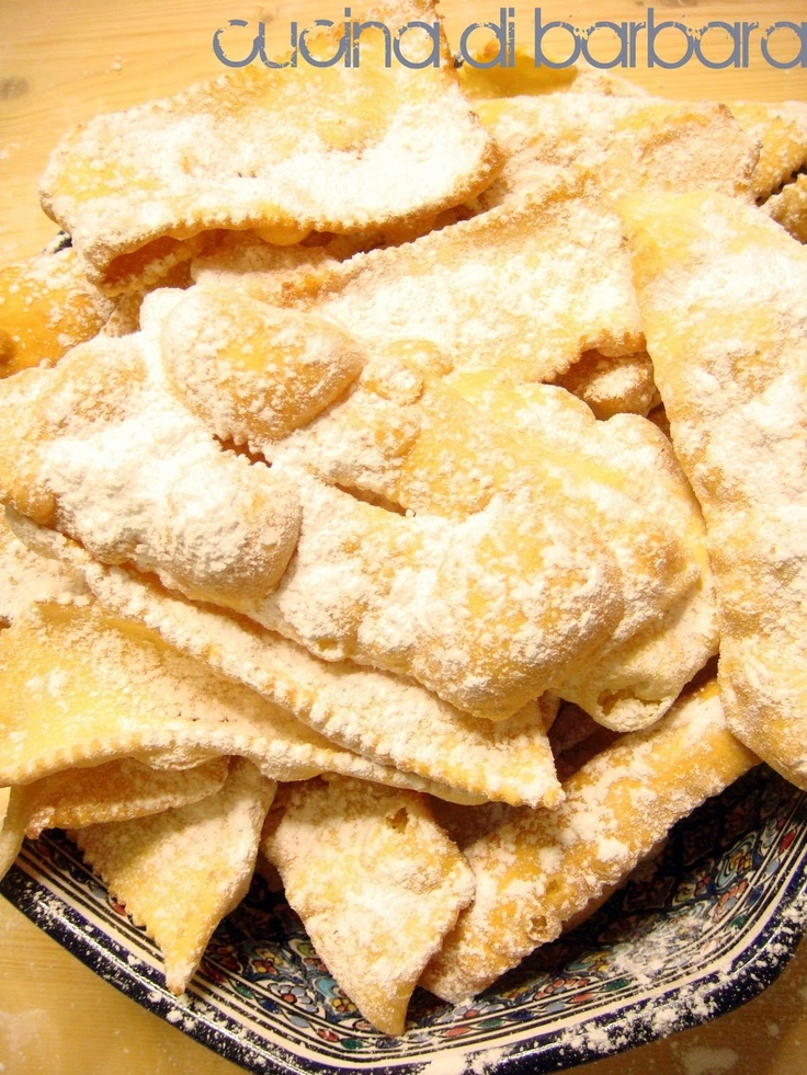 "chiacchiere that means ""chat"" a typical italian carneval treat"