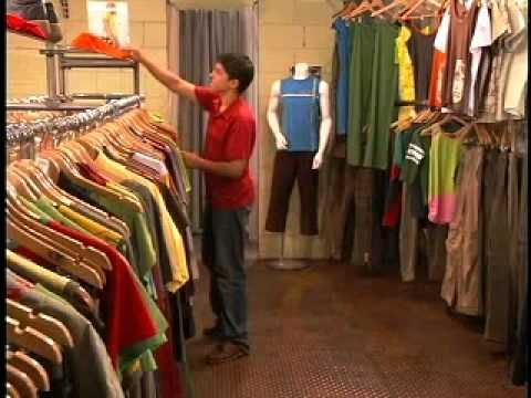 Chapter 7A Shopping video - native speakers for spanish students.. ir de compras con amigos.  :)