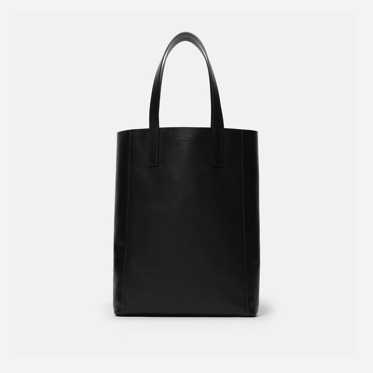 A tote you can really use. Simple and functional while timelessly classic, our magazine tote is made in Italy of premium leather that's ready to wear. Every. Damn. Day.