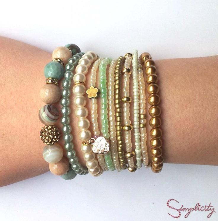 Set de bratari handmade din pietre semipretioase, perle si margele de nisip cu insertii aurii. Pret: 100 lei