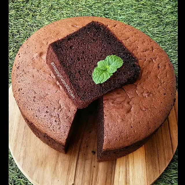 Japanese Dark Pearl Chiffon Cake By Happy Kwantoro Request Suami Yg Penggemar Coklat Ini Nyoklat Banget Ga Terlalu Manis Porinya A Makanan Coklat Resep Kue