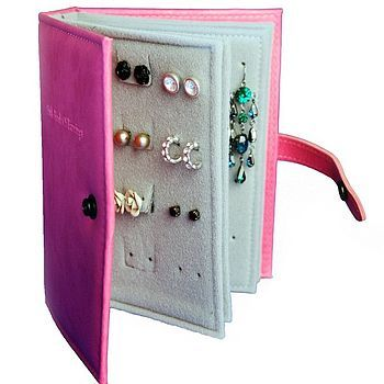 Earring Book: felt, cardboard, hot glue and hole puncher. Great for vacations!
