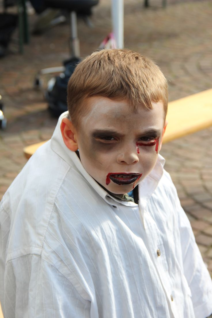 maquillage enfant lors de la zombie walk de lille 2013 zombie pinterest zombies lille and. Black Bedroom Furniture Sets. Home Design Ideas