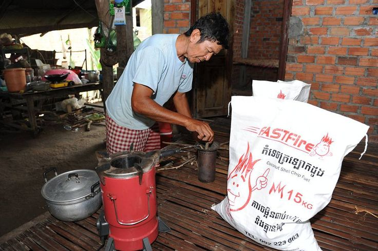Mr. Chen Choy of rural Kampong Cham province is an owner of the Mimi Moto stove. The Mimi Moto stove is a highly efficient fan assisted top-lit updraft stove (TLUD) that provides a clean cooking experience with little to no smoke. #CQuestCapital