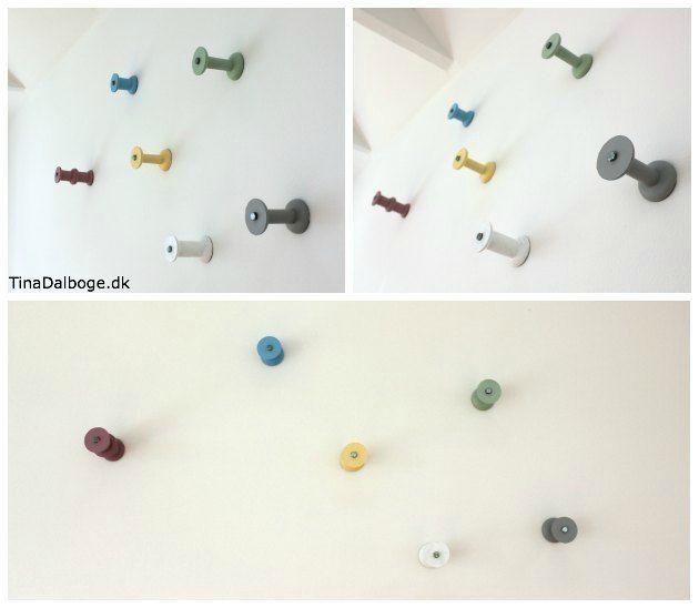 træspoler lavet i pastelfarver og hængt på væggen som knagerække - idé fra Tina Dalbøges kreative blog materialer fra kreahobshop.dk