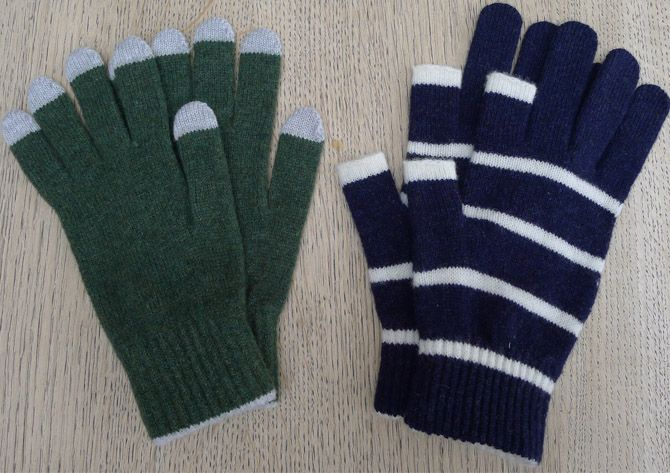 Great tweeting gloves from Etre Touchy via The Women's Room