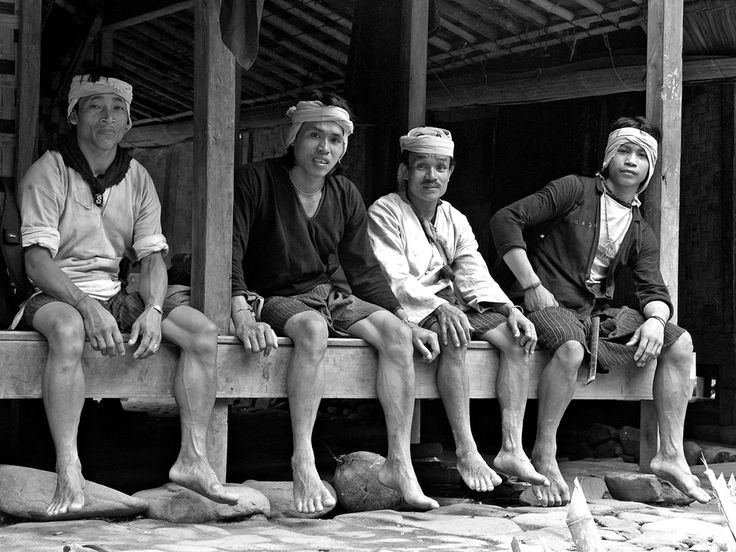 "Baduy people do not using light on their house neither for their daily activities. This means no television, no refrigerator, no air conditioner and no frozen food.  The Baduy Adage :  ""Lojor ulah dipotong, pondok tong disambung.  (Long shall not be cut, Short shall not be lengthened)  Photograph the gentleman of Baduy (Baduy series 3) by Irawan Subingar on 500px"