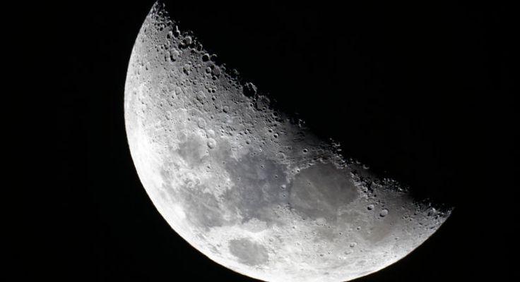 Hasta ahora a los niños se les decía en las escuelas que el Sistema Solar estaba compuesto por ocho planetas: Mercurio, Venus, Tierra, Marte, Júpiter, Saturno, Urano y Neptuno. De aprobarse el nuevo manifiesto lanzado por la NASA debemos empezar de cero. Más de 100 nuevos planetas (incluyendo a la Luna).   Hasta ahora a los niños se les decía en las escuelas que el Sistema Solar estaba compuesto por ocho planetas: Mercurio, Venus, Tierra, Marte, Júpiter, Saturno, Urano y Neptuno. De…
