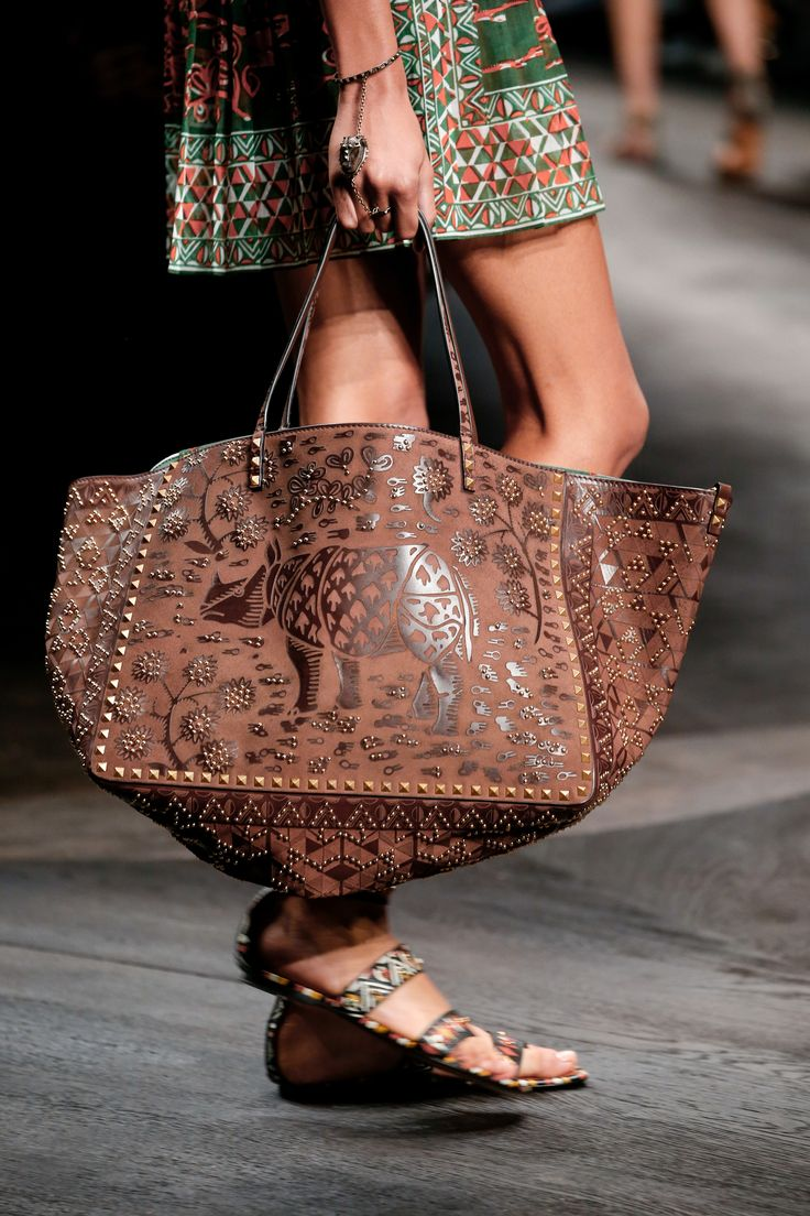 Valentino Spring 2016 Ready-to-Wear Accessories Photos - Vogue