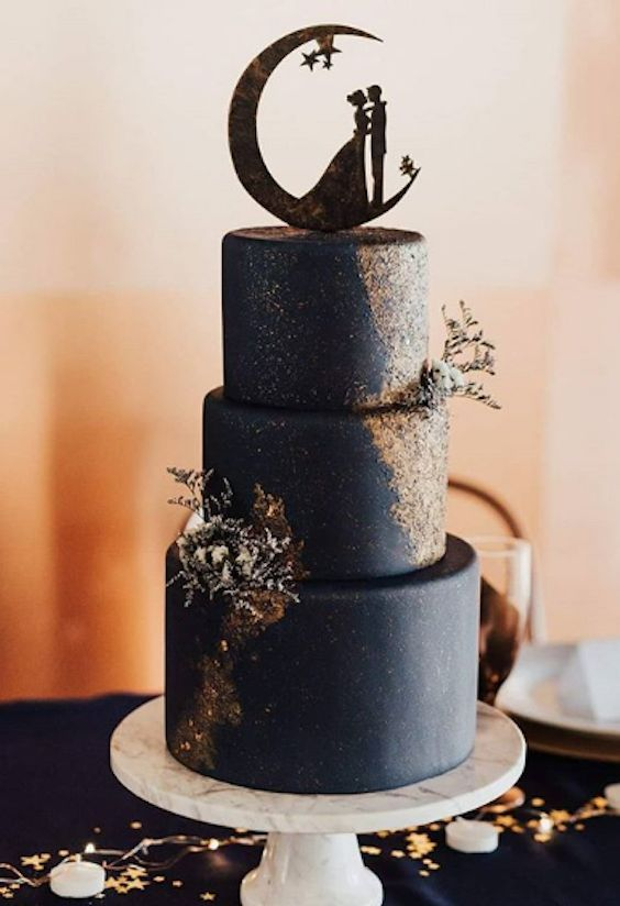 Dark Midnight blue wedding cake with gold shimmer made with Satin Ice | Sweet Cr…