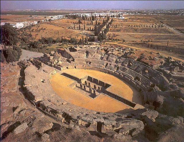 Amphitheatre of Italica, near Seville  Ruinas de Itálica- Anfiteatro con foso para las bestias