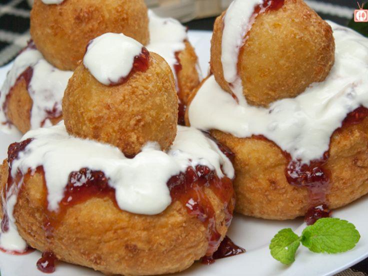 O plăcere să-i gătești: Papanași cu smântână și dulceață!