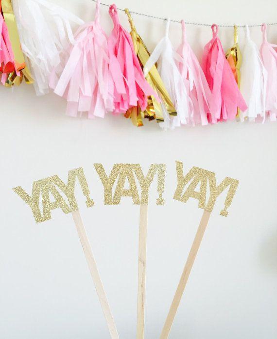 Estos YAY! varas para mezclar son el complemento perfecto para cualquier fiesta!  10 ¡ YAY! Agitadores de la bebida por orden.  Los agitadores de la