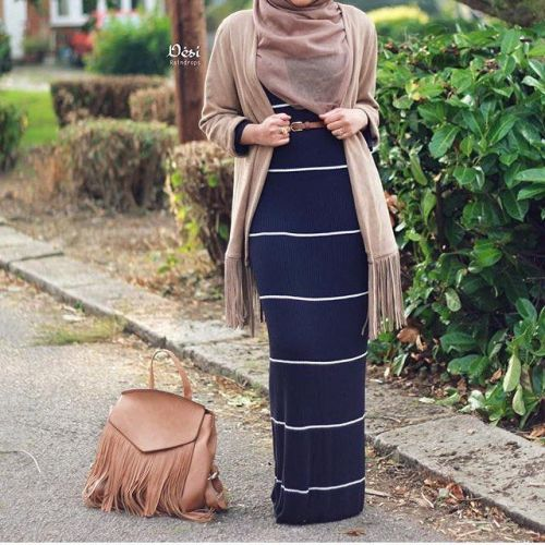 striped long hijab dress, Hijab trends from the street http://www.justtrendygirls.com/hijab-trends-from-the-street/
