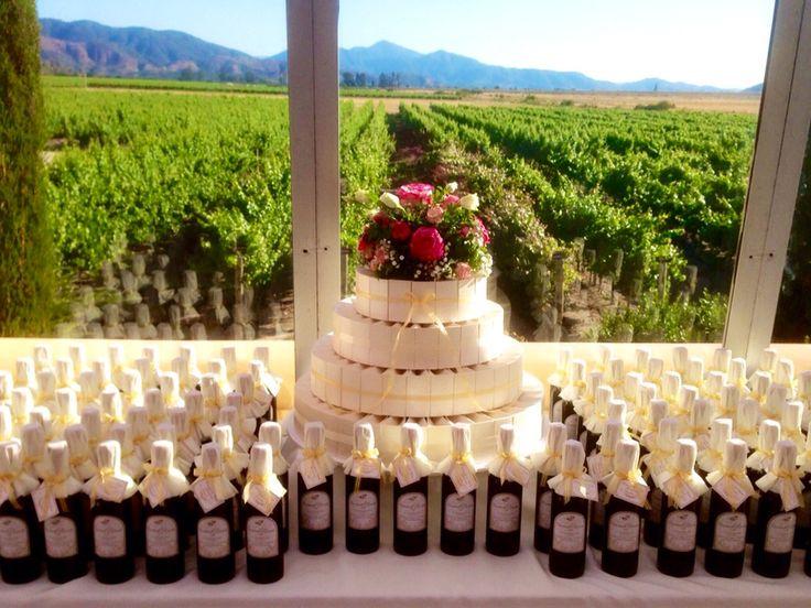 Torta de cajas para recuerdos y vinos etiquetados, Estancia el Cuadro -www.lobly.cl -