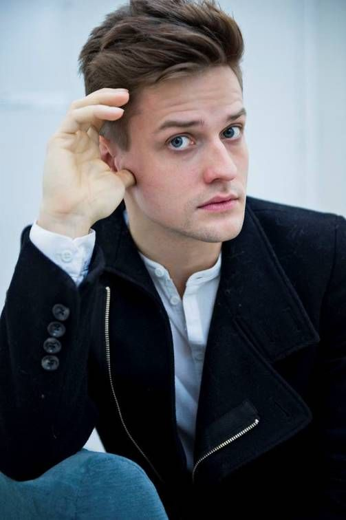 Mikael Saari - singer/songwriter