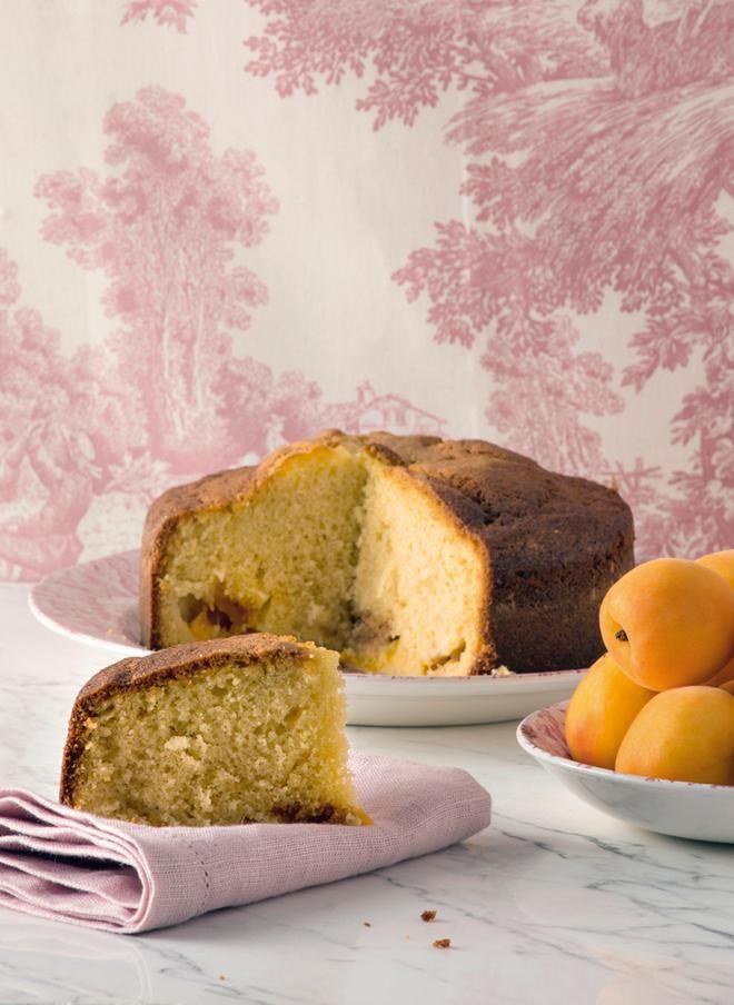 Κέικ με κρέμα γάλακτος, βερίκοκα και αμαρέτι