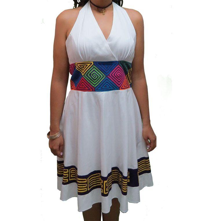 """Inspirado en la cultura Guna contemporáneo en cuello """"halter"""" con un fajón incorporado de mola que da paso a una silueta de quien utilice este vestido acompañado con una campana que adornada de una tira de mola en violeta y un amarillo vibrante."""