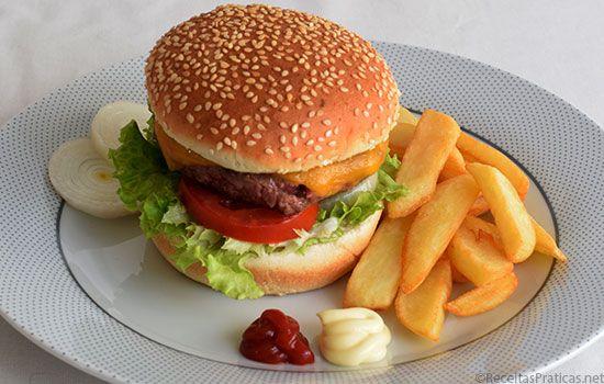 Hambúrguer com Quejo - http://www.receitaspraticas.net/hamburguer-com-quejo/