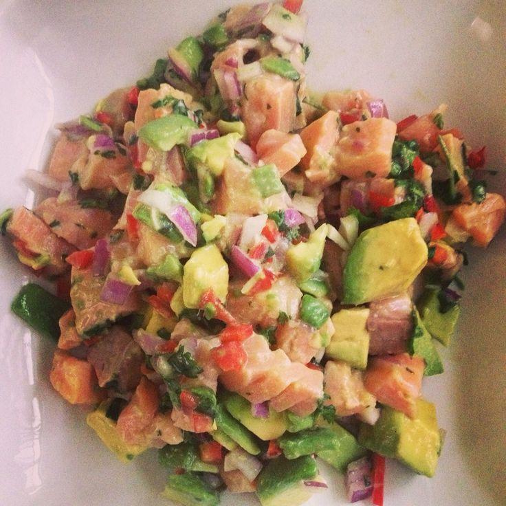 Ceviche de salmón, palta y mango