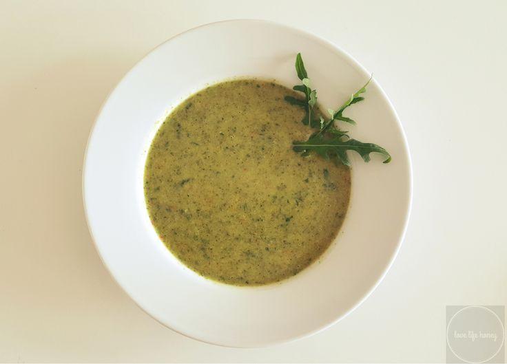 Gwiazdorska zupa bo inspirowana jedną z ulubionych zup Gwyneth Paltrow. Podobno działa cuda i Gwyneth stosuje ją podczas detoksu organizmu. Jej głównymi składnikami są brokuły i rukola. Brokuły to …