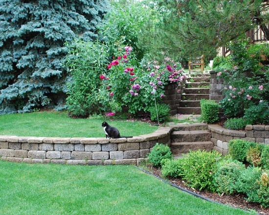 17 best tiered garden images on pinterest walls for Block wall landscape design