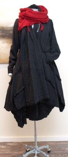 inspiration for scarf/wrap--maybe in Malabrigo?   rundholz - Mantel Außennähte A-Linie anthra - Winter 2013