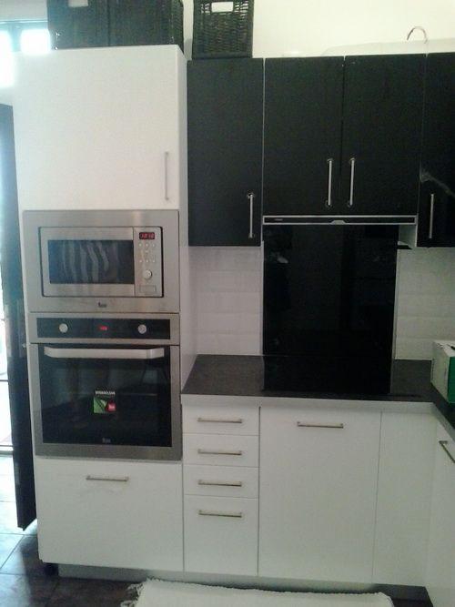 Fehér magasfényű konyhabútor