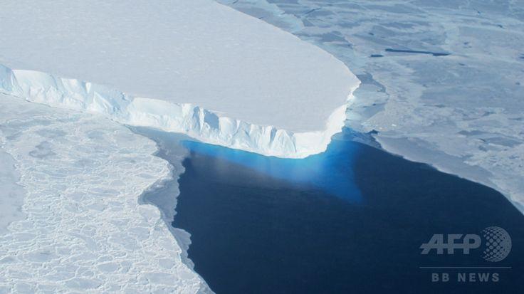 西南極のスウェイツ氷河(Thwaites Glacier、撮影日不明、資料写真FILE)。(c)AFP/NASA/HANDOUT ▼21Aug2014AFP|南極氷床下の湖に約4000種の微生物、岩の含有物食べる 研究 http://www.afpbb.com/articles/-/3023671 #Thwaites_Glacier