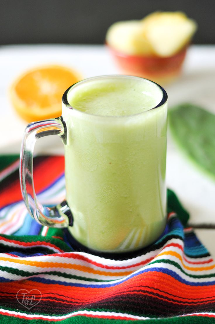 Pineapple and Cactus Smoothie is full of health benefits. It's light and refreshing and so good!! #smoothie #vegan #plantbased