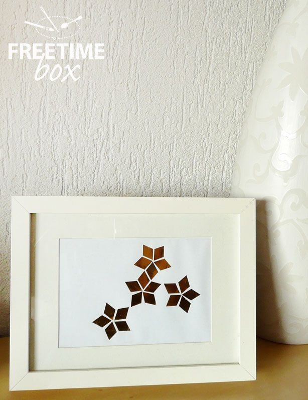 Tuto DIY : réaliser une affiche dorée à l'aide d'une feuille autocollante dorée.